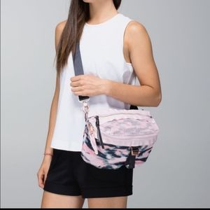 Lululemon go lightly bag